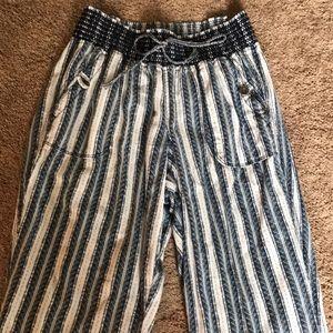 Straight legged blue pattern pant
